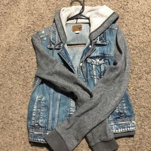 Jean jacket with cotton sleeves and hood